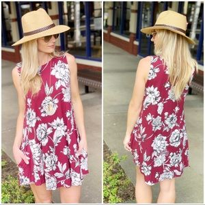 Infinity Raine Dresses - Burgundy sleeveless floral tunic dress wPockets